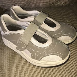 Easyspirit Antigravity 9 1/2 Shoe Velcro Band Nice